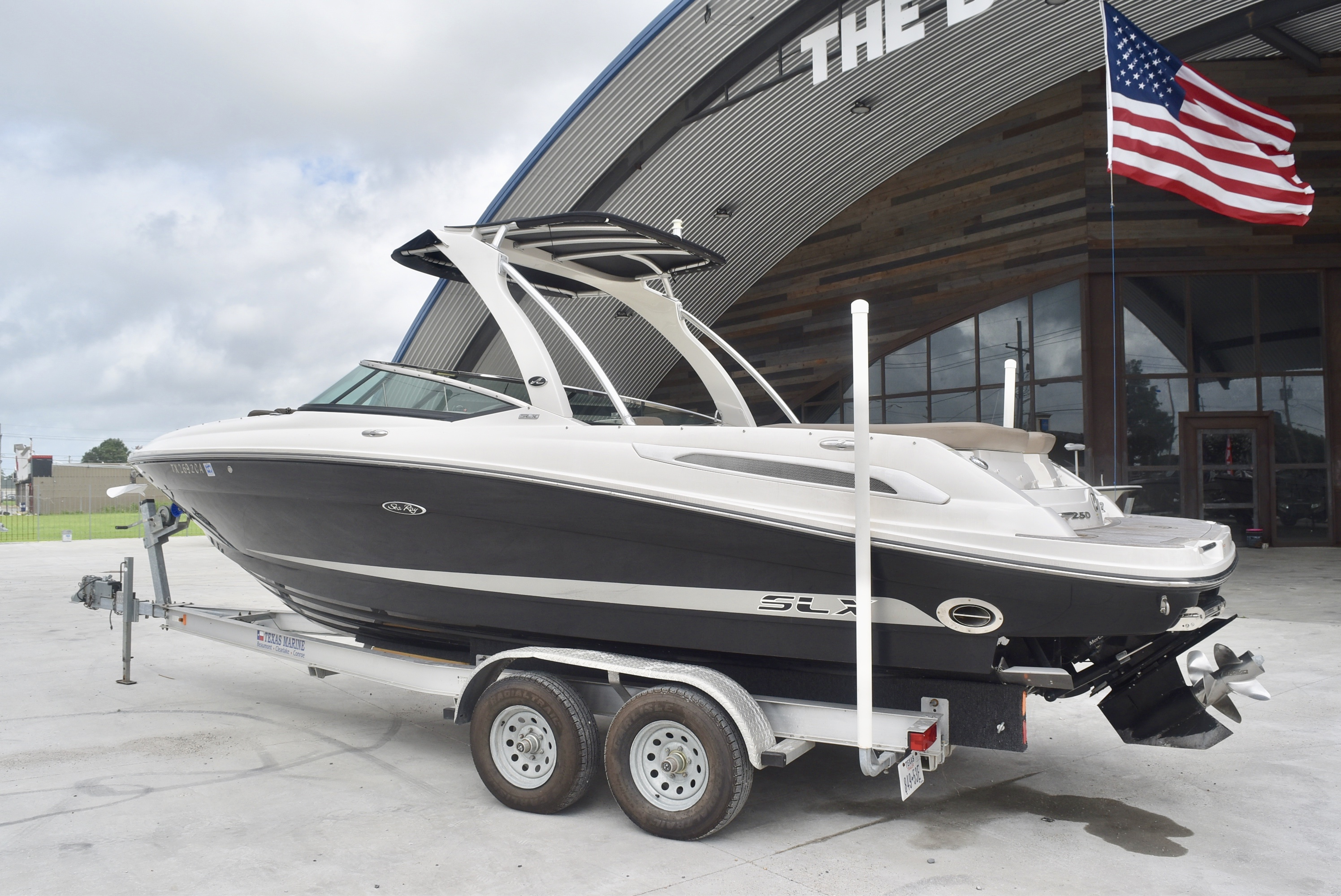 2013 Sea Ray boat for sale, model of the boat is 250 & Image # 2 of 10
