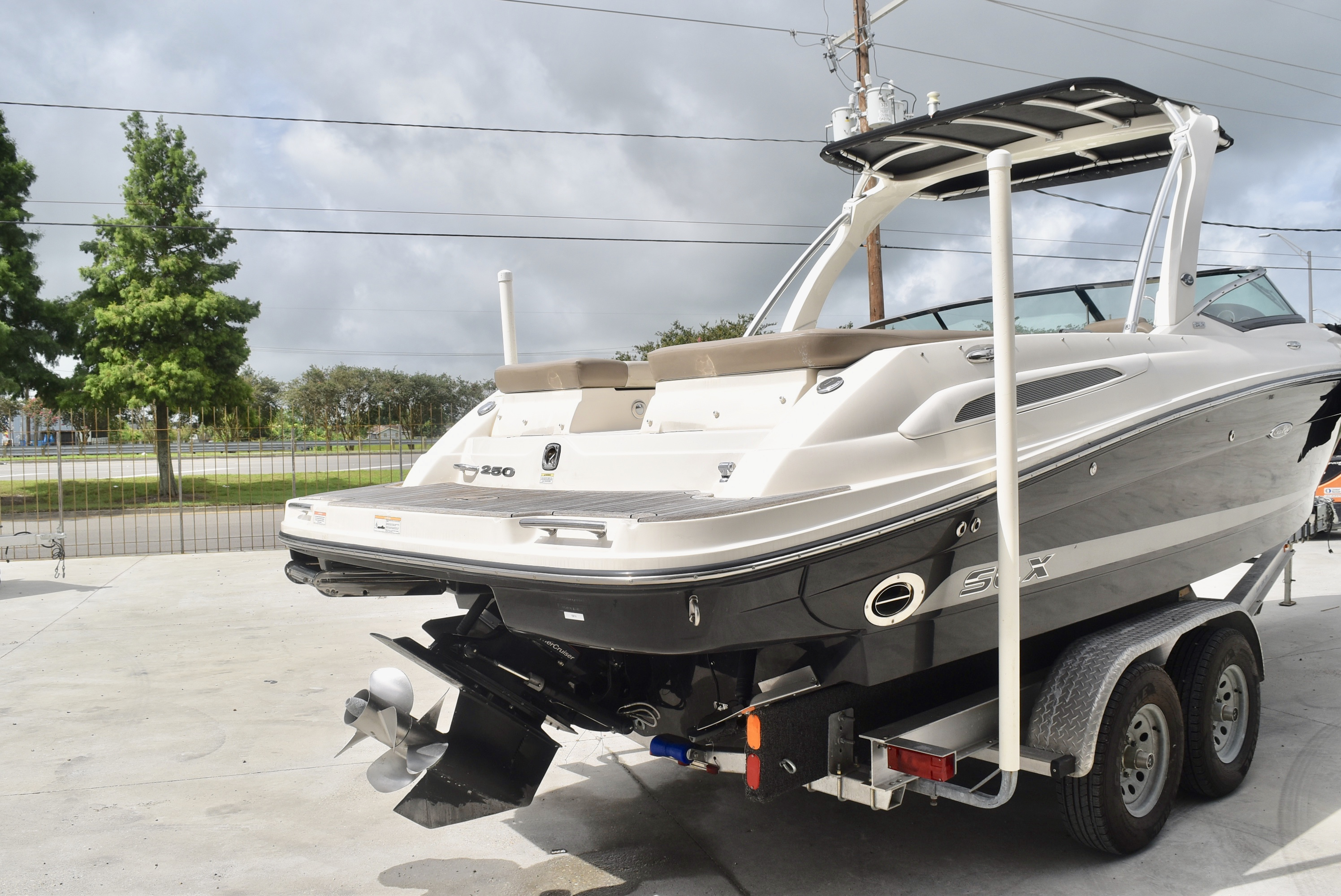 2013 Sea Ray boat for sale, model of the boat is 250 & Image # 3 of 10