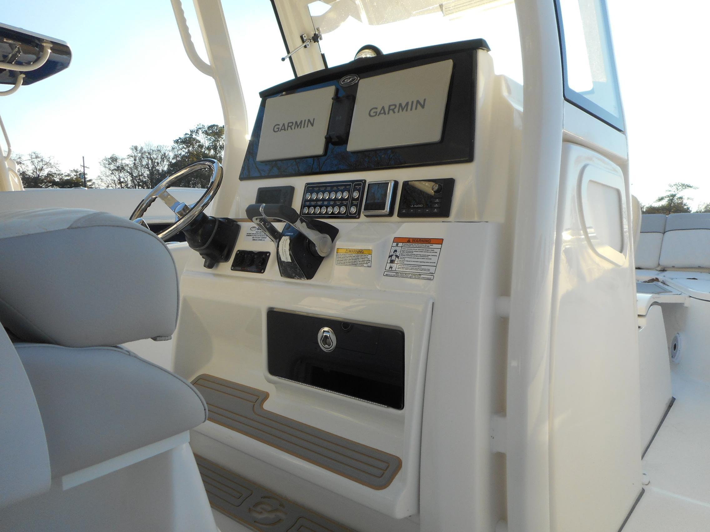 New  2022 28' Sea Fox 288 Commander Center Console in Slidell, Louisiana