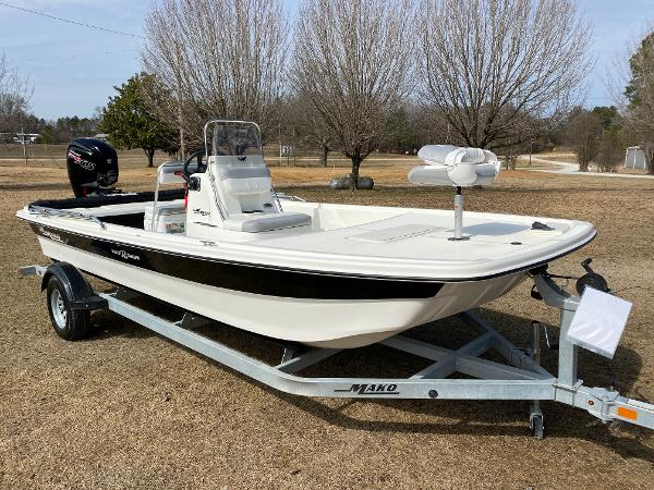 2021 Mako boat for sale, model of the boat is Pro Skiff 19 CC & Image # 4 of 17