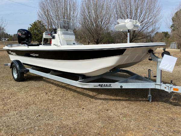 2021 Mako boat for sale, model of the boat is Pro Skiff 19 CC & Image # 5 of 17