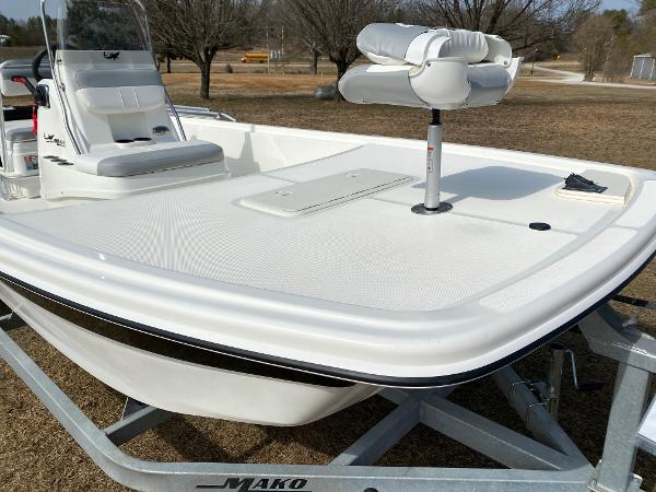 2021 Mako boat for sale, model of the boat is Pro Skiff 19 CC & Image # 6 of 17