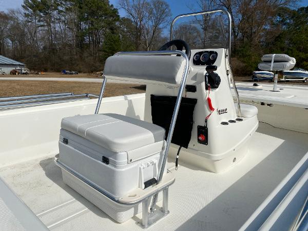 2021 Mako boat for sale, model of the boat is Pro Skiff 19 CC & Image # 9 of 17