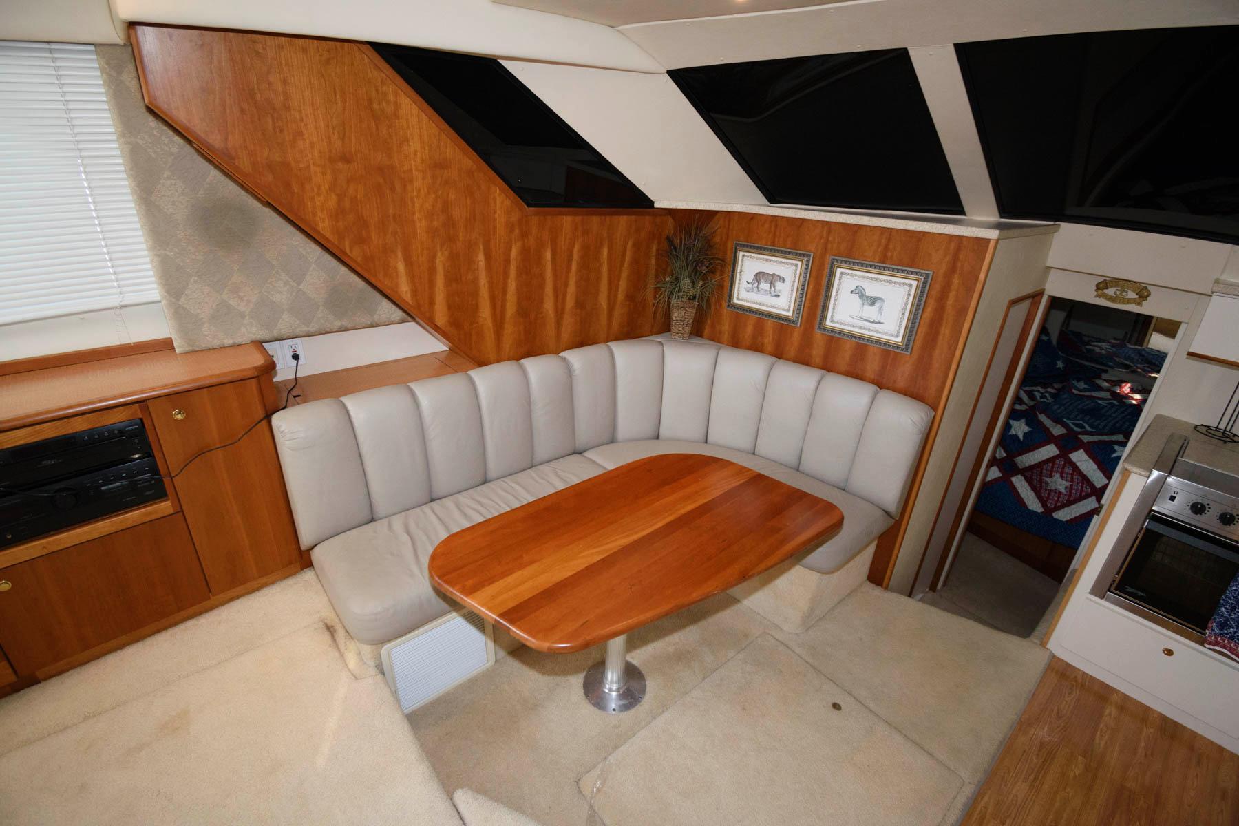 M 6377 SC Knot 10 Yacht Sales