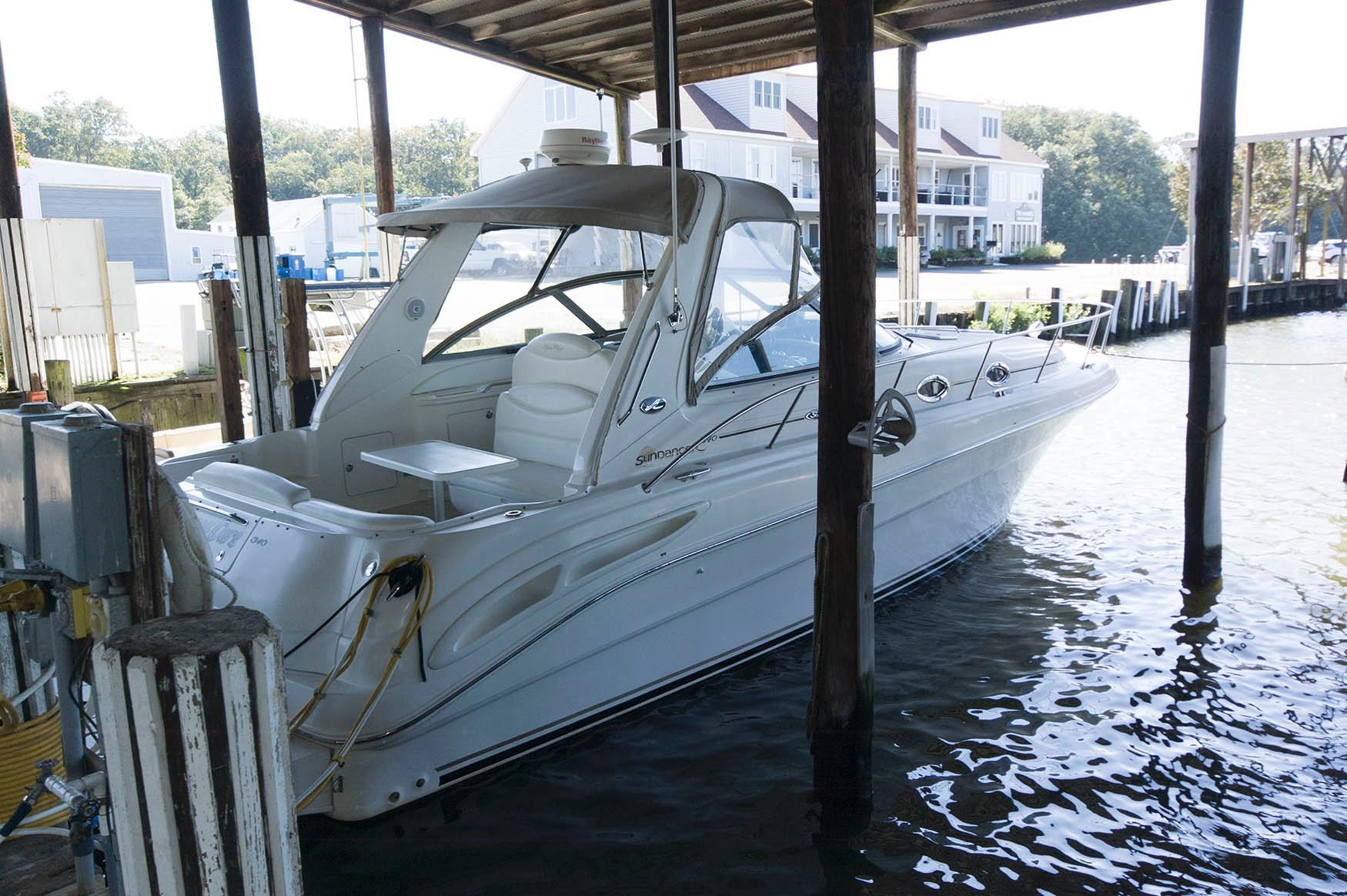 M 5717 EF Knot 10 Yacht Sales