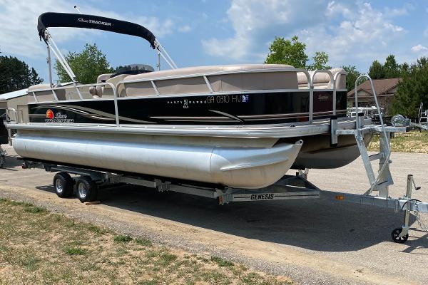 2014 Sun Tracker Party Barge DLX 24