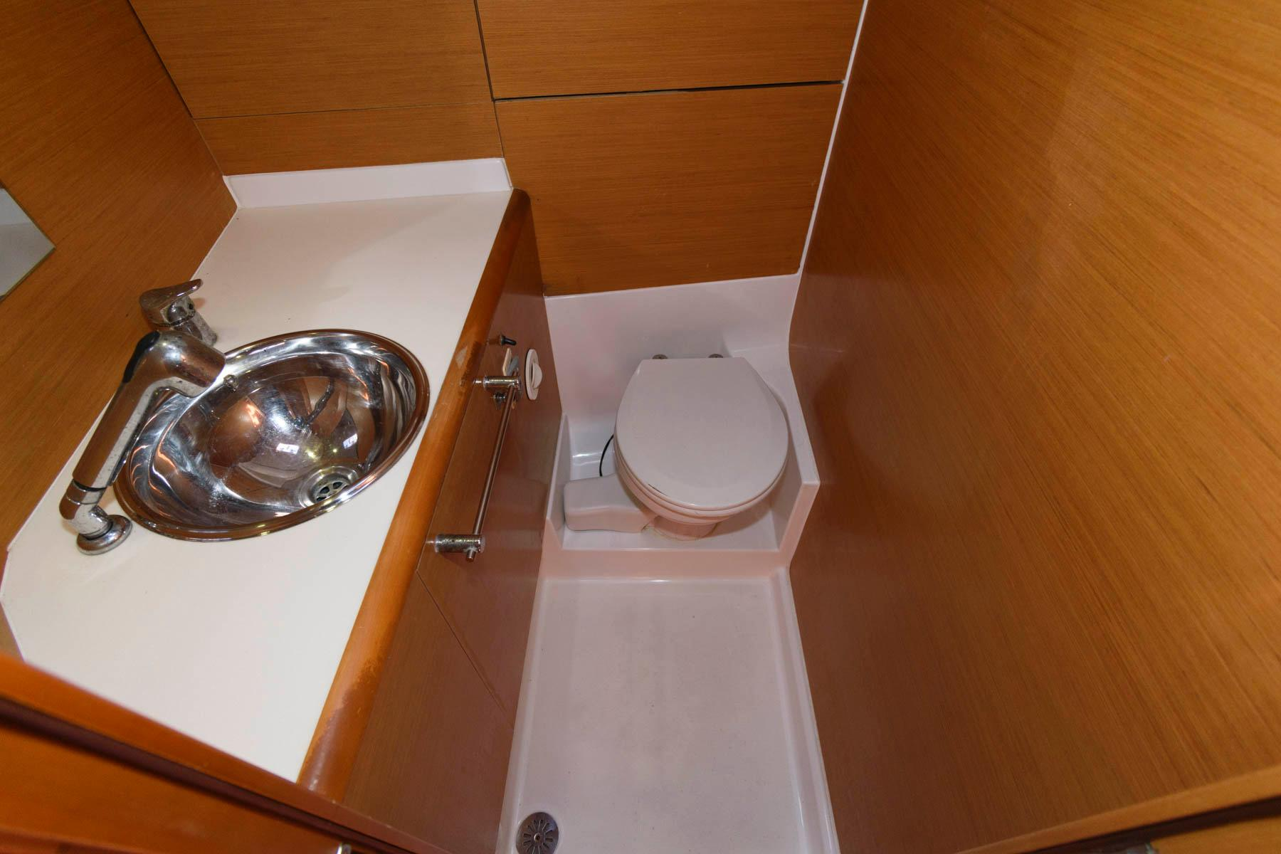 F 6216 SK Knot 10 Yacht Sales