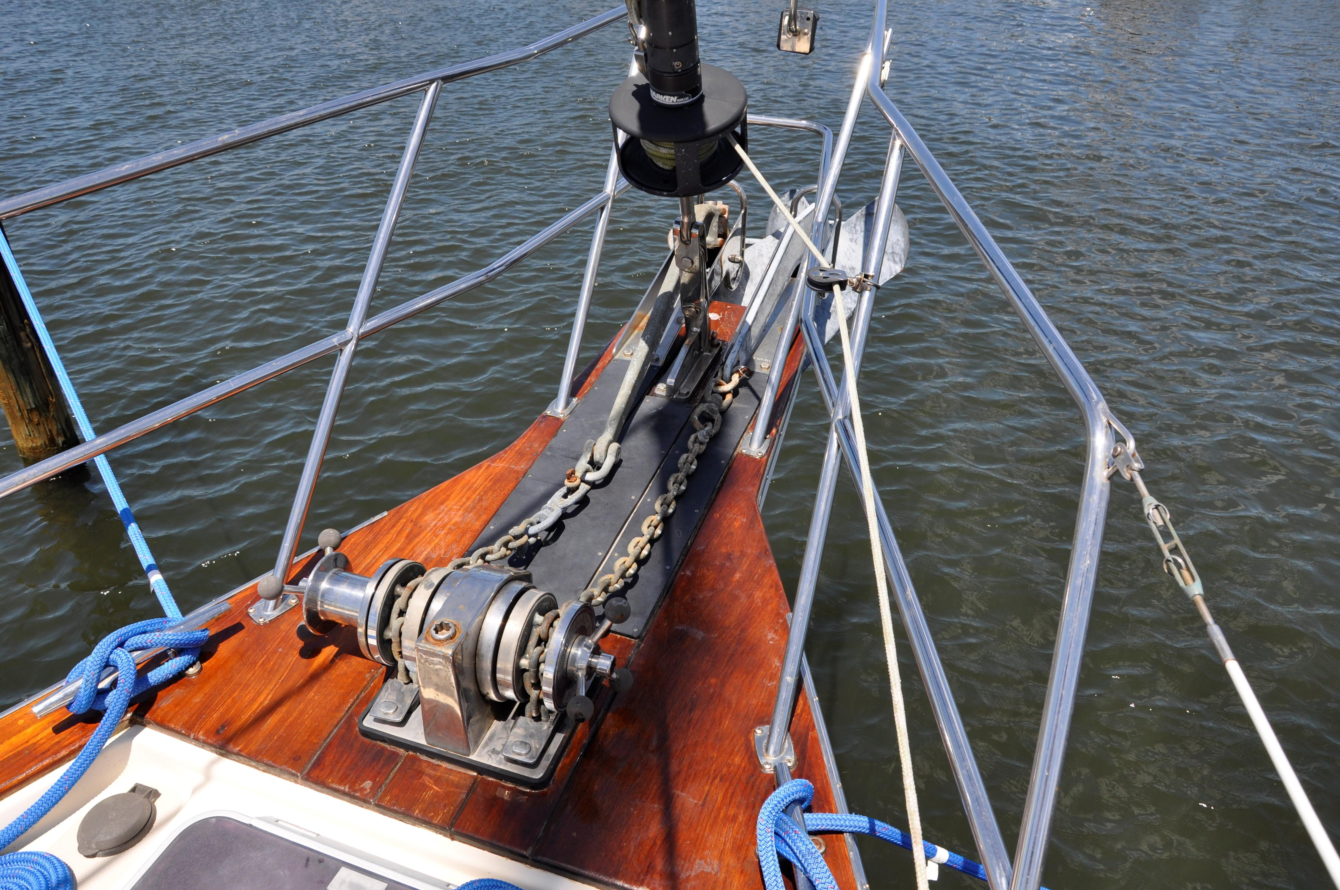 FOREDECK AND WINDLASS