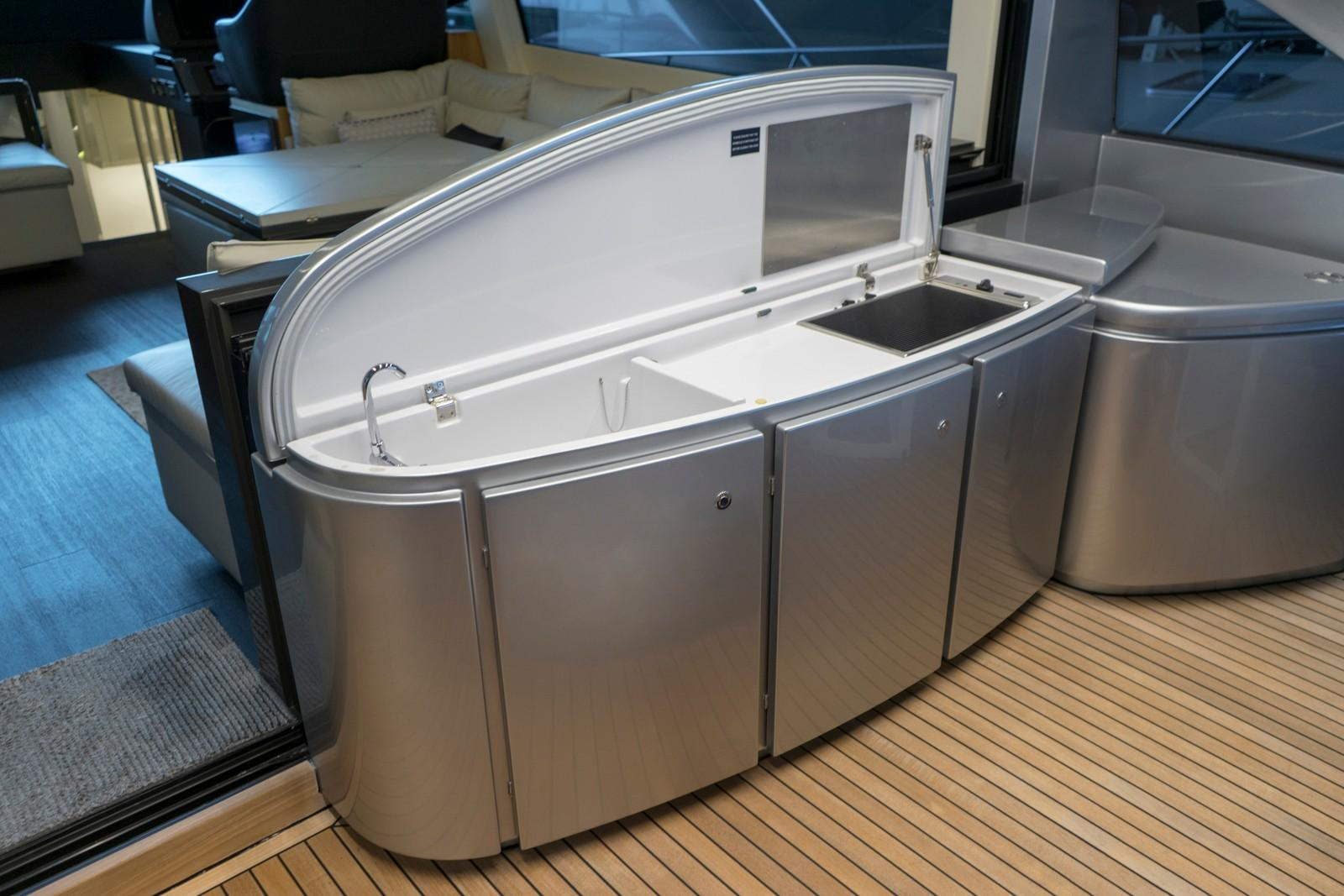 2015 Pershing 70- Grill