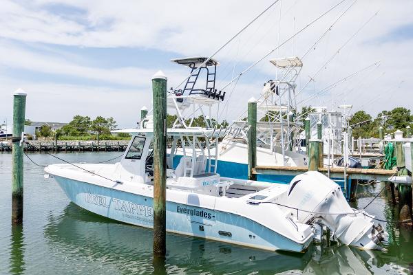 2018 Everglades 335 CC