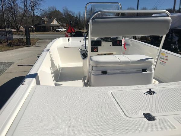 2021 Mako boat for sale, model of the boat is Pro Skiff 17 CC & Image # 5 of 18