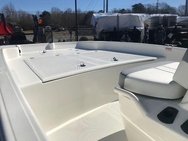 2021 Mako boat for sale, model of the boat is Pro Skiff 17 CC & Image # 17 of 18