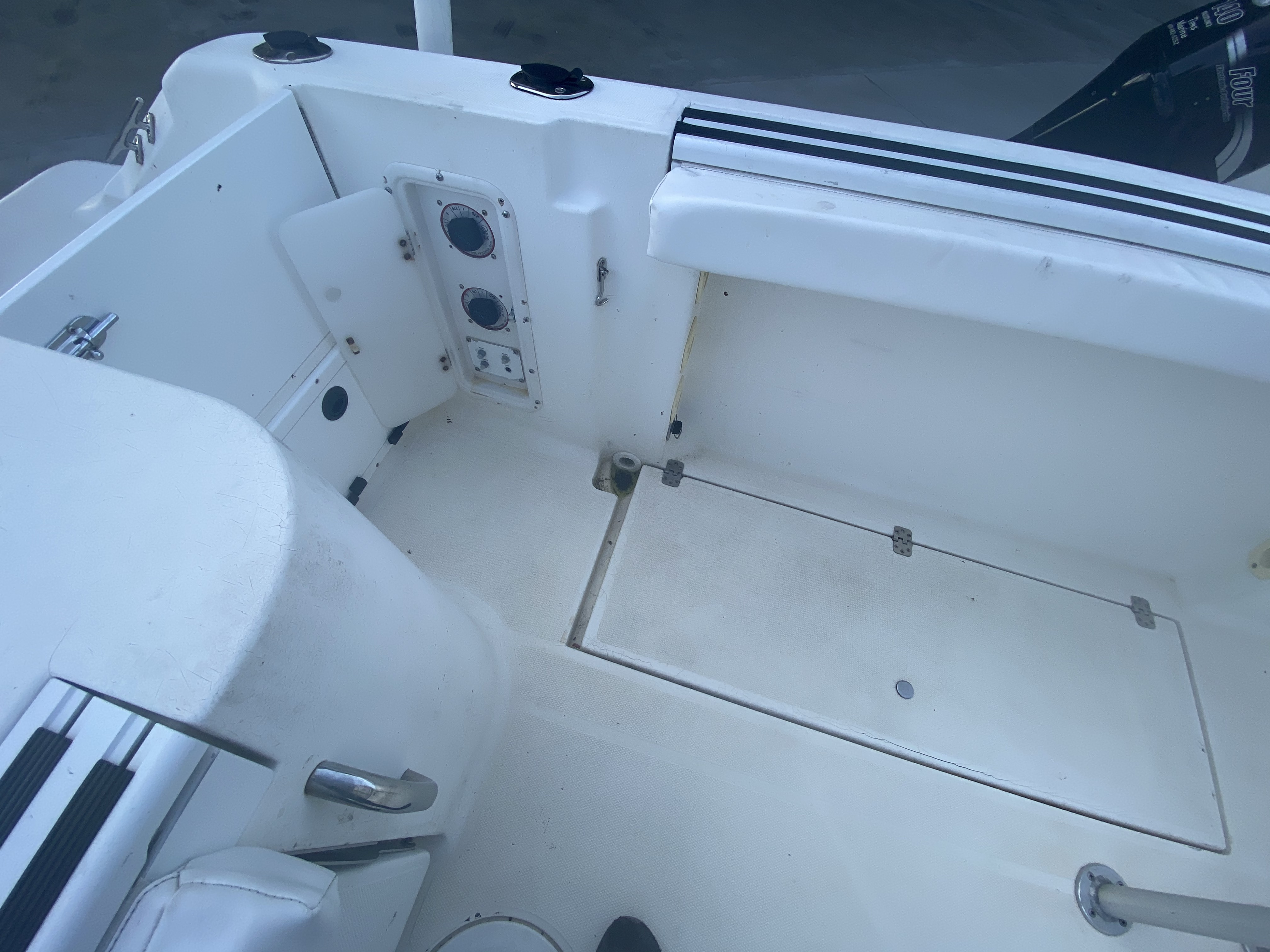 2002 Wellcraft boat for sale, model of the boat is 230 & Image # 4 of 14