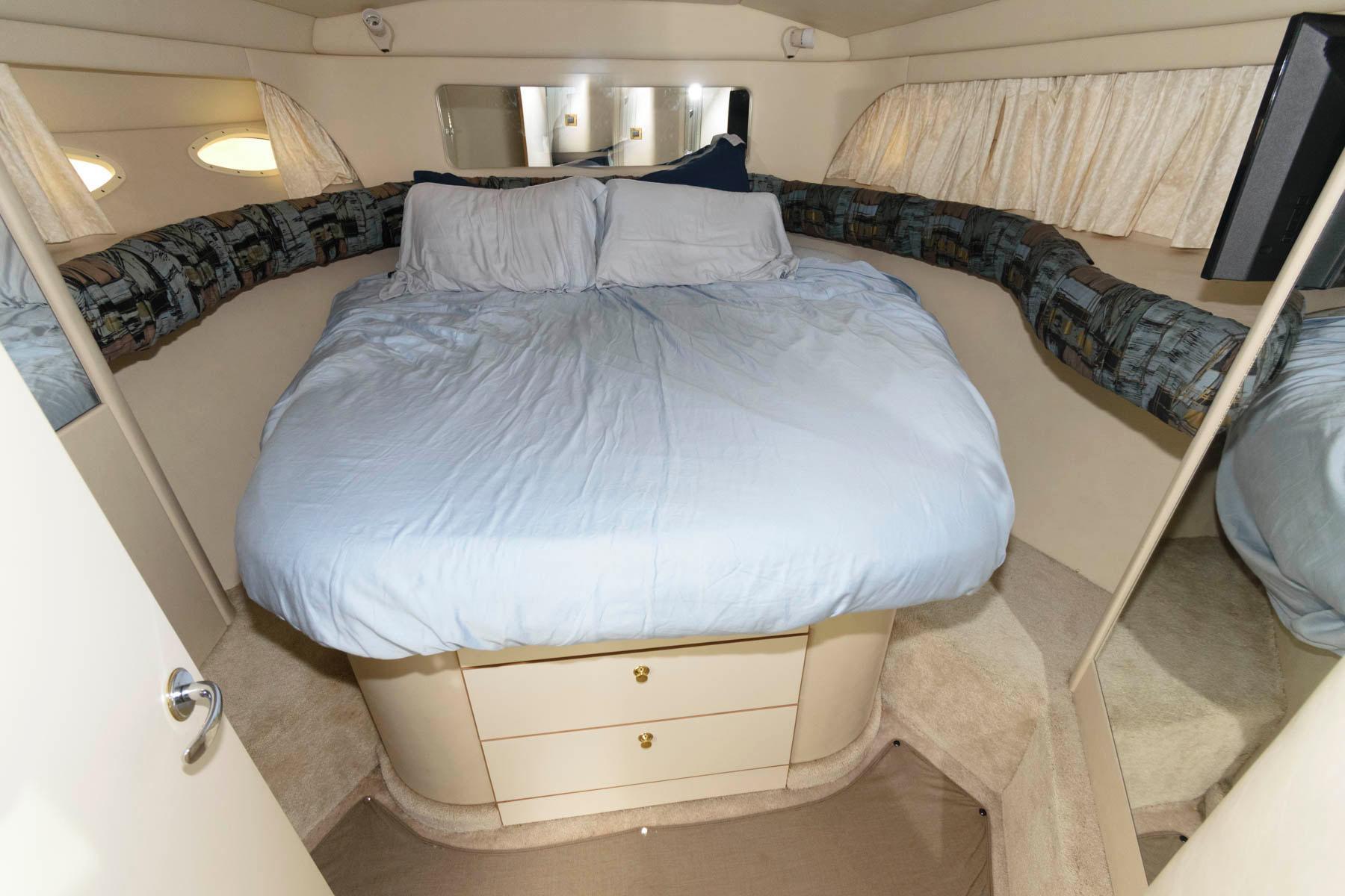 M 5953 WT Knot 10 Yacht Sales