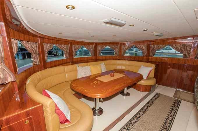 Galley Dining to Starboard