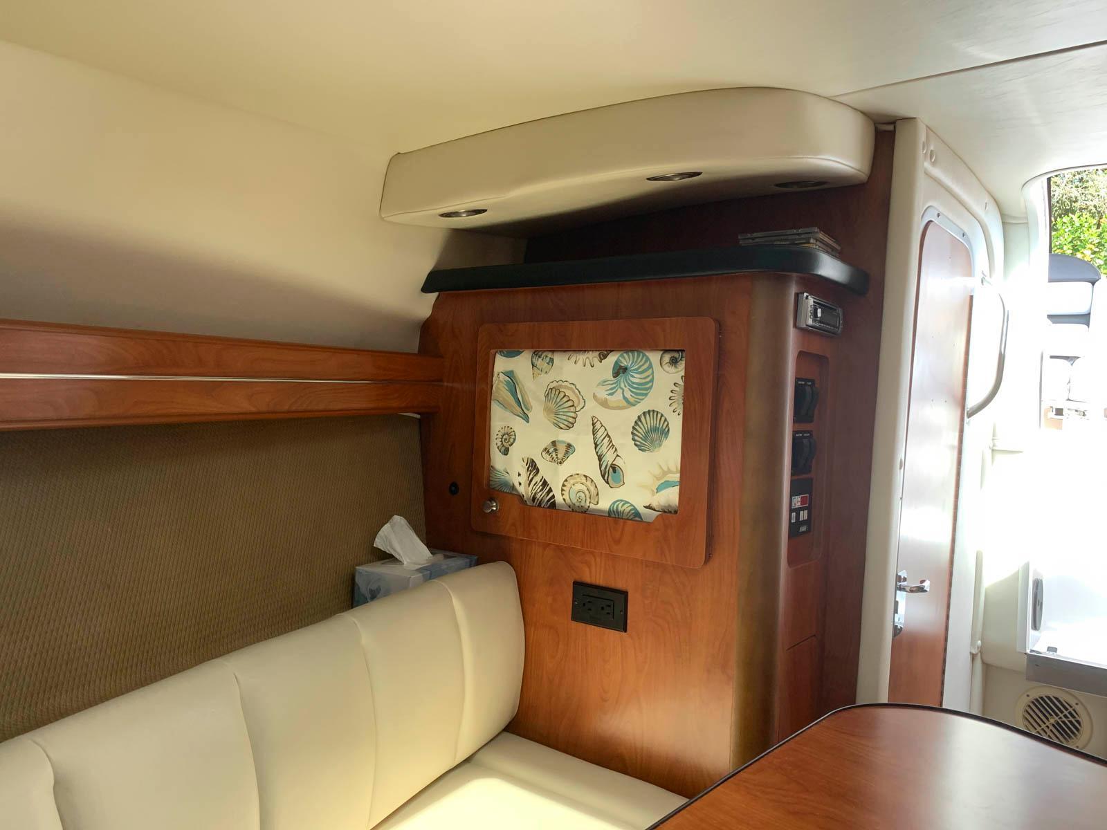 F 6072 BB Knot 10 Yacht Sales