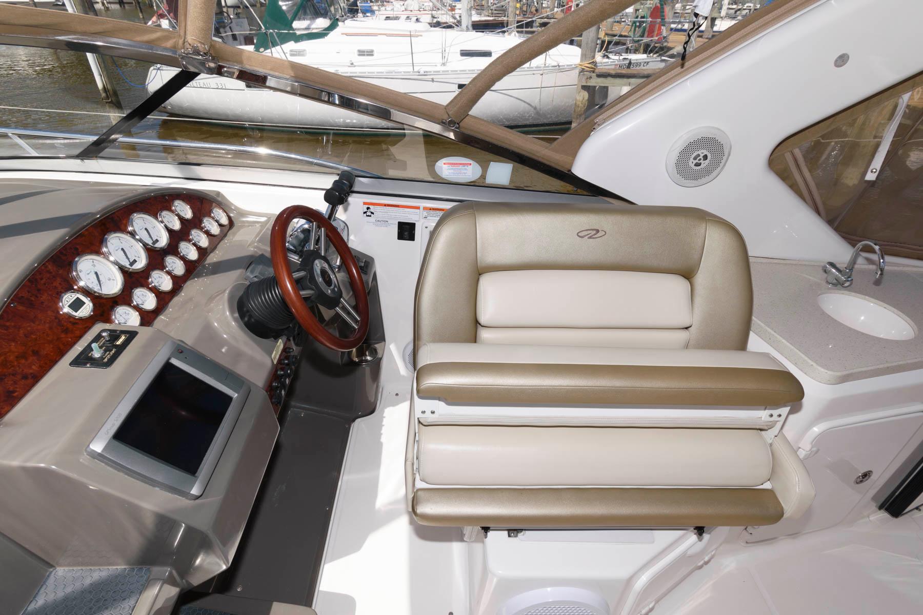 M 6121 KB Knot 10 Yacht Sales