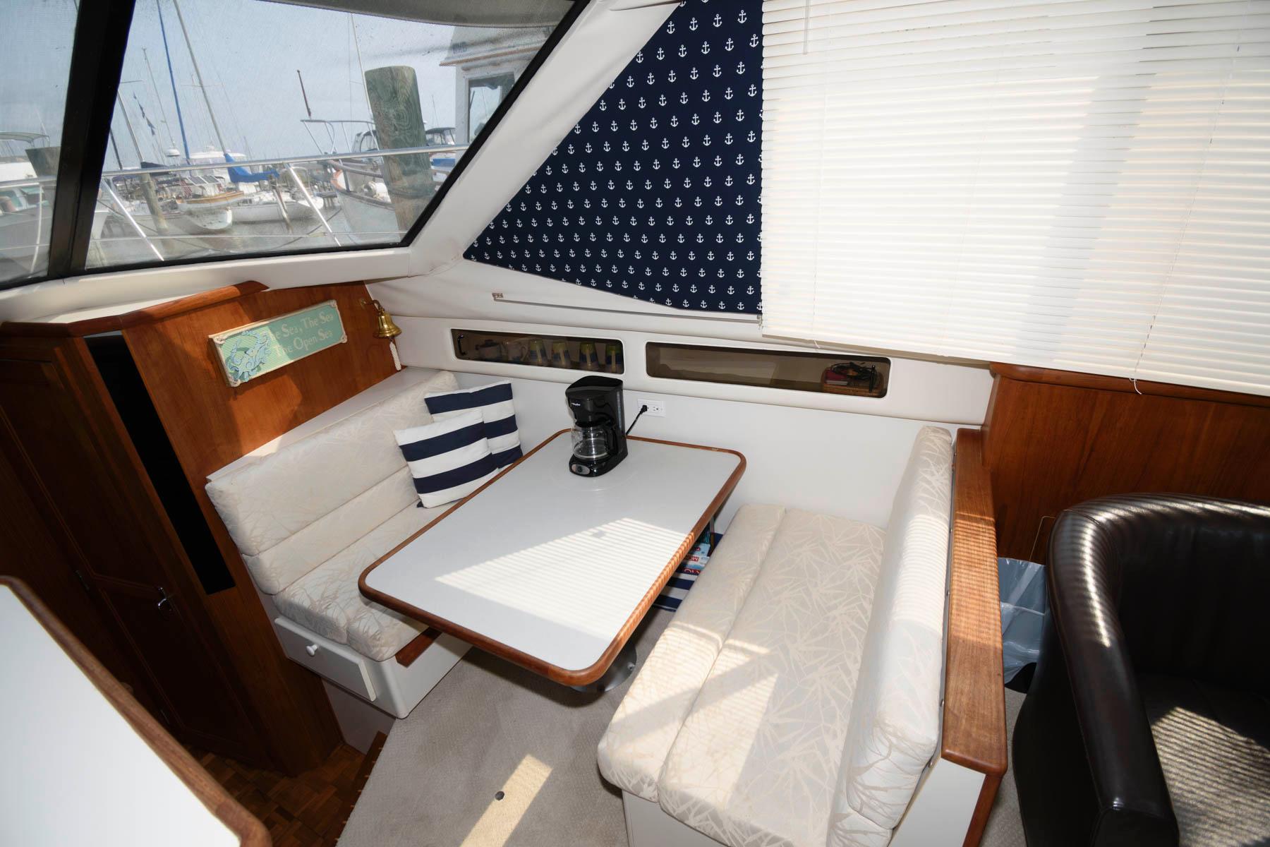M 4659 JP Knot 10 Yacht Sales