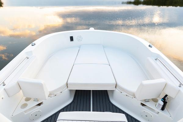 2022 Bayliner boat for sale, model of the boat is T22CC & Image # 13 of 27