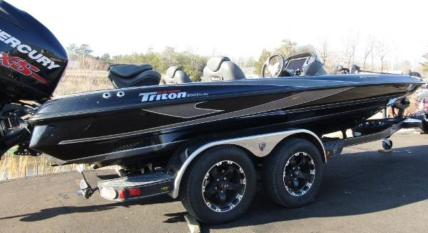 2018 Triton boat for sale, model of the boat is 21 TRX & Image # 2 of 12