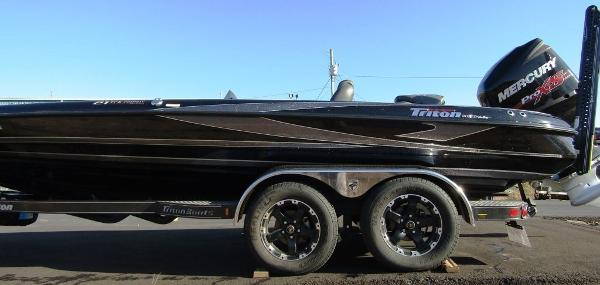 2018 Triton boat for sale, model of the boat is 21 TRX & Image # 6 of 12