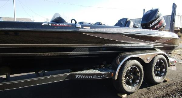 2018 Triton boat for sale, model of the boat is 21 TRX & Image # 11 of 12