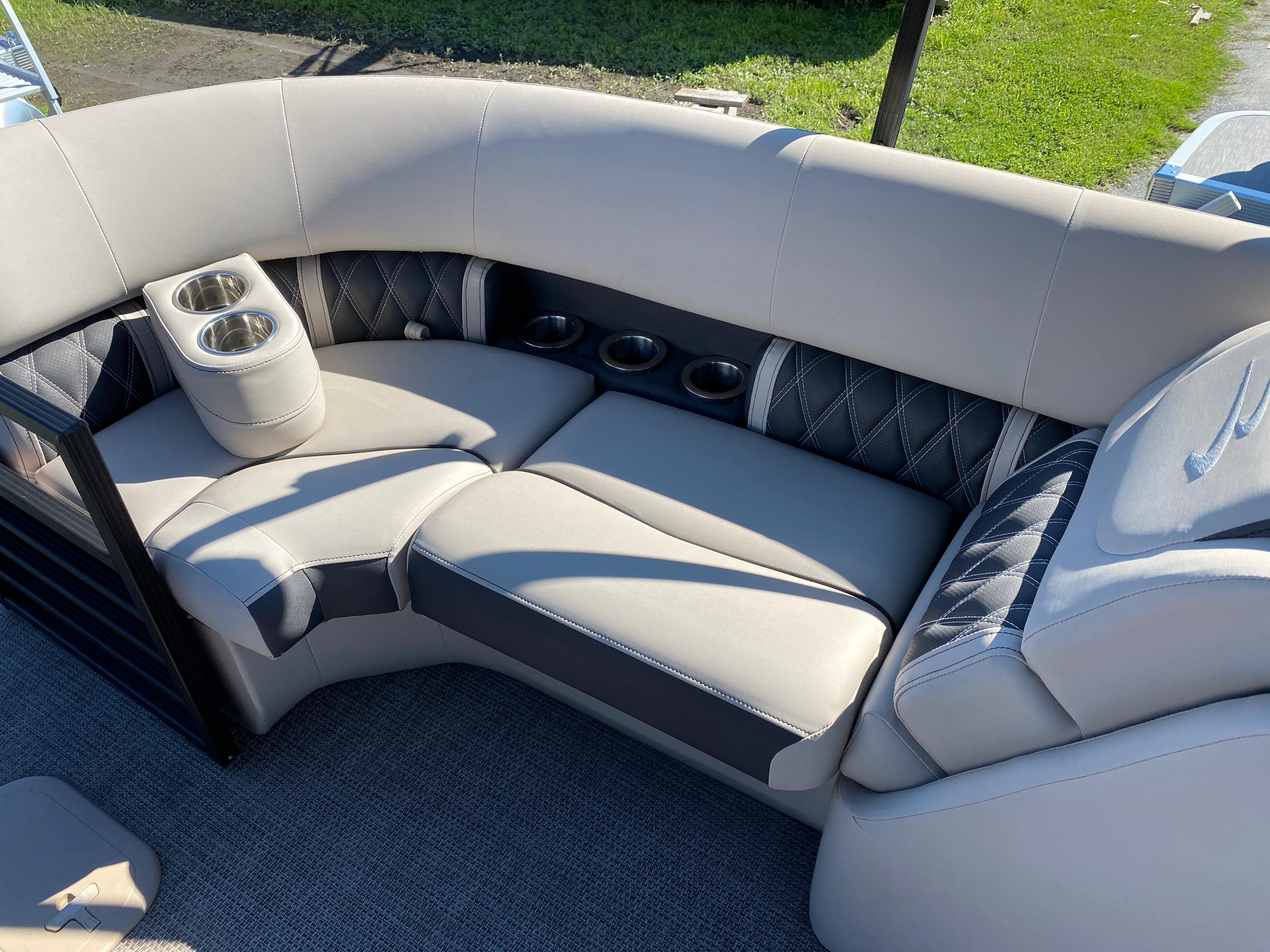 2019 Bennington boat for sale, model of the boat is 23 GSR & Image # 9 of 10