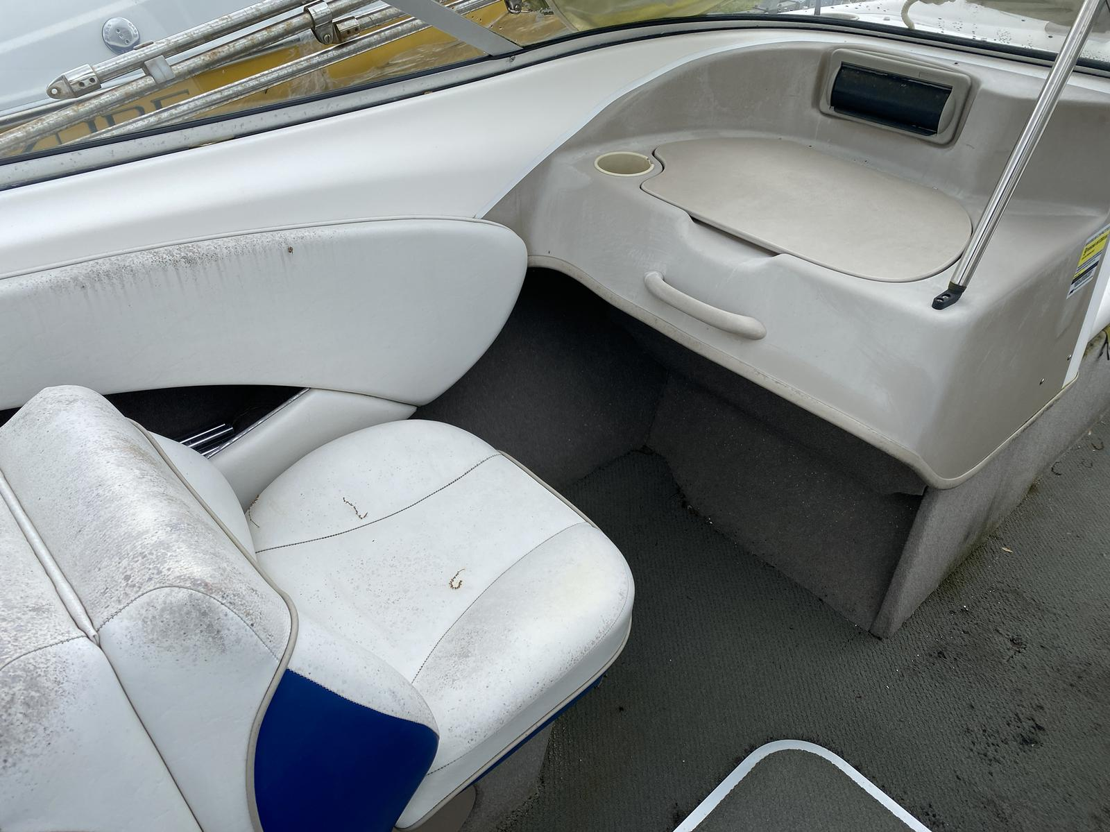 2004 Bayliner boat for sale, model of the boat is 215BR Classic21 & Image # 4 of 9