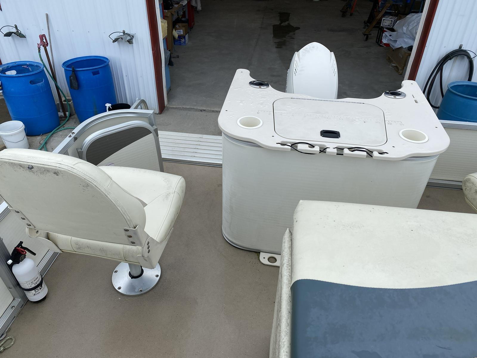 2008 Bennington boat for sale, model of the boat is 2075GSi Pontoon & Image # 6 of 13