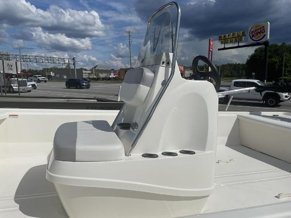 2021 Mako boat for sale, model of the boat is Pro Skiff 19 CC & Image # 3 of 7
