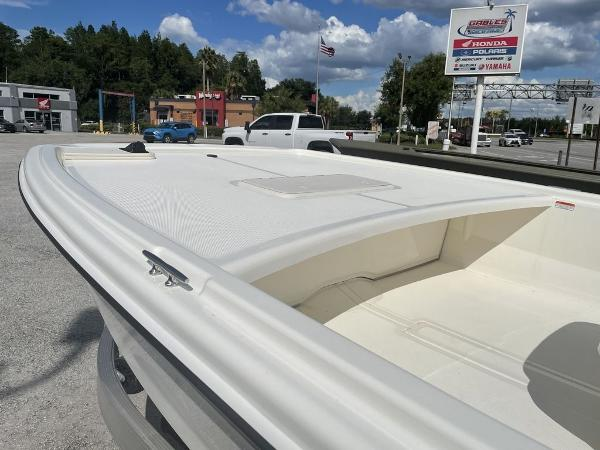 2021 Mako boat for sale, model of the boat is Pro Skiff 19 CC & Image # 4 of 7