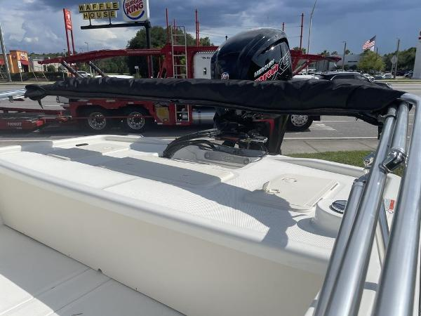 2021 Mako boat for sale, model of the boat is Pro Skiff 19 CC & Image # 5 of 7