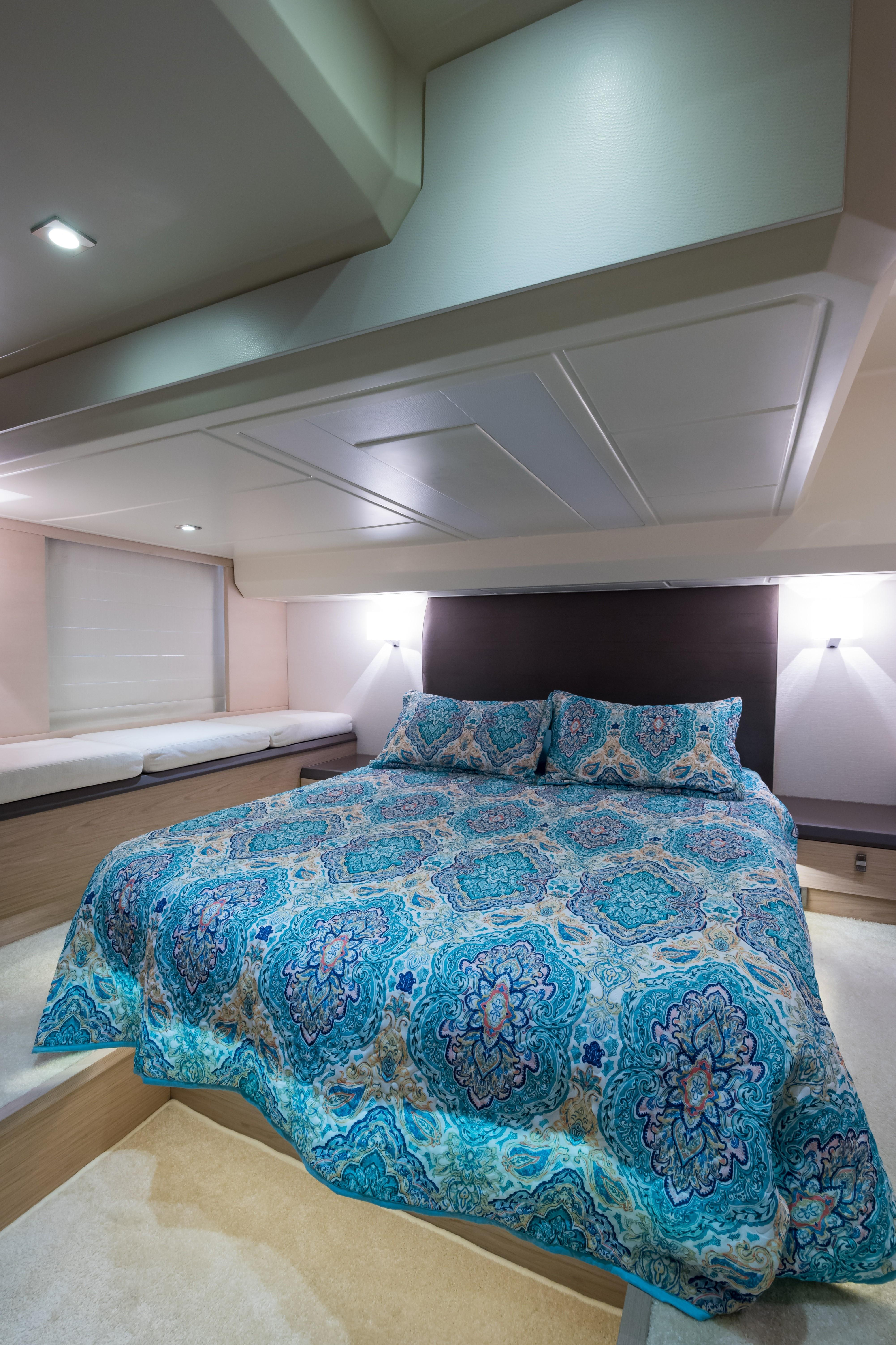 2015 Beneteau Monte Carlo 5S Master Stateroom