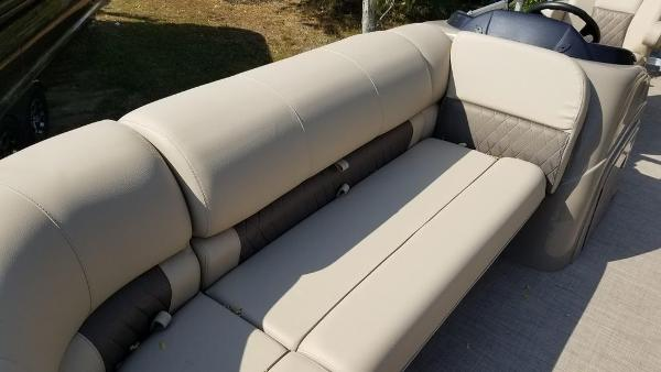 2020 Sun Tracker boat for sale, model of the boat is SF 22 DLX & Image # 5 of 8