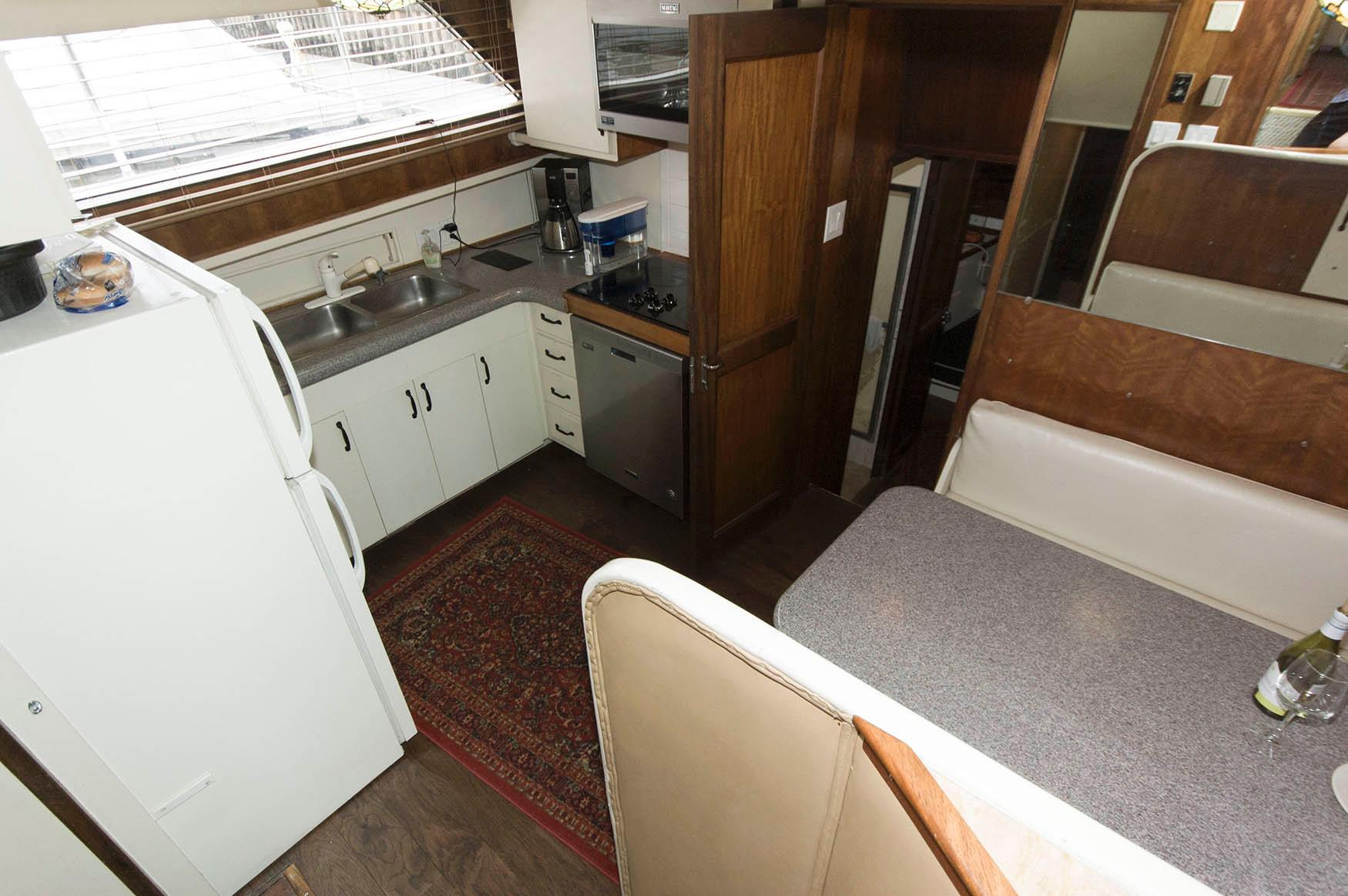 P 5658 SK Knot 10 Yacht Sales