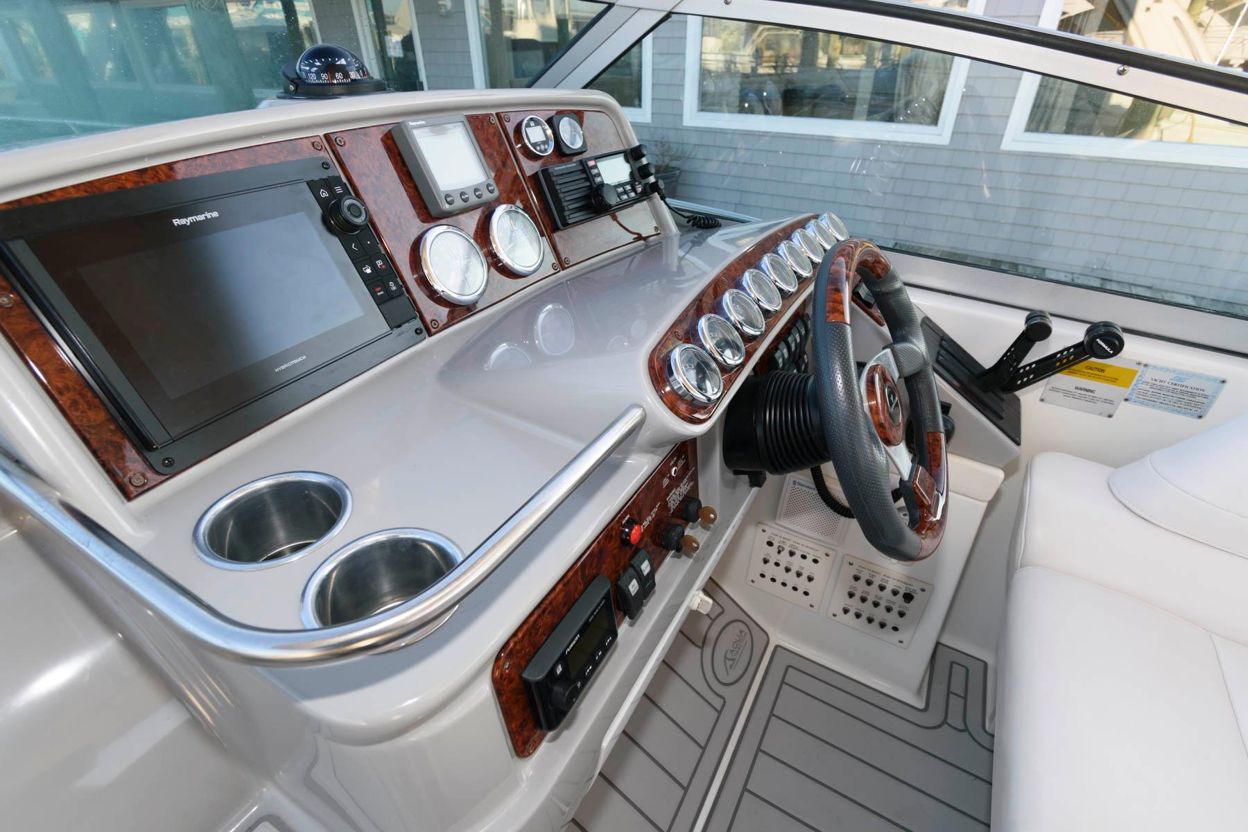 M 5866 T Knot 10 Yacht Sales