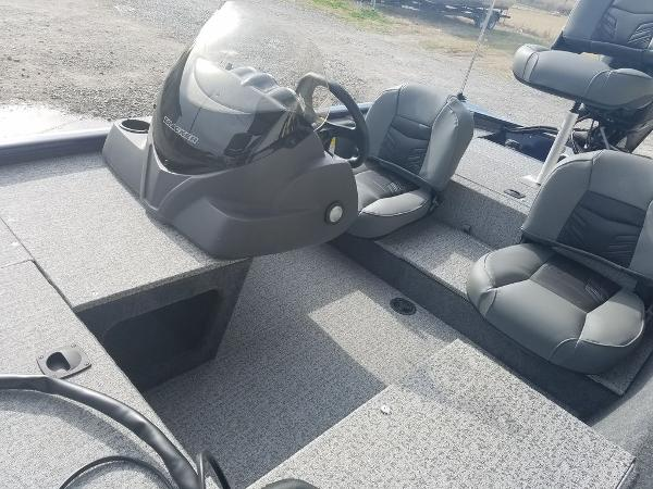 2021 Tracker Boats boat for sale, model of the boat is Pro 170 & Image # 5 of 17