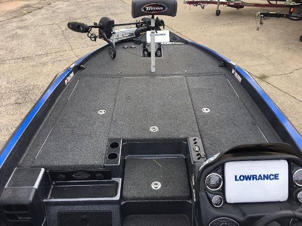 2018 Ranger Boats boat for sale, model of the boat is Z520L & Image # 13 of 21