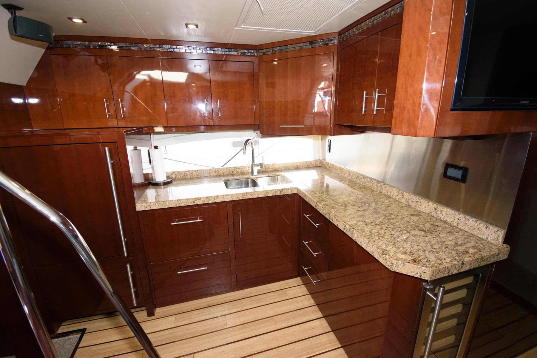 M 6003 EF Knot 10 Yacht Sales