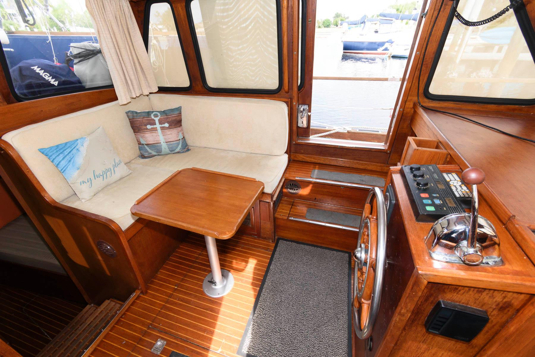 F 5811 RD Knot 10 Yacht Sales