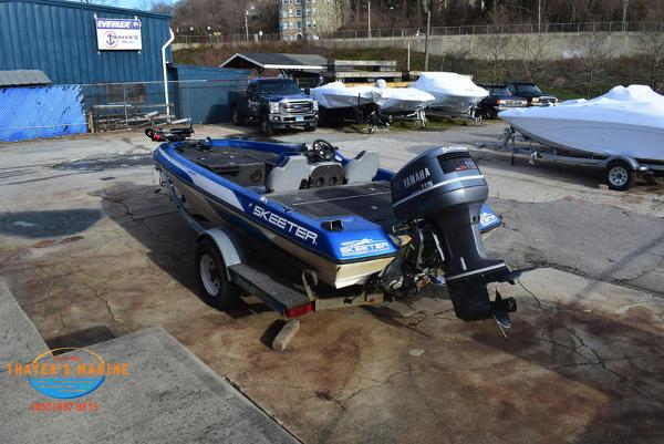 1988 Skeeter boat for sale, model of the boat is SF17D & Image # 3 of 17