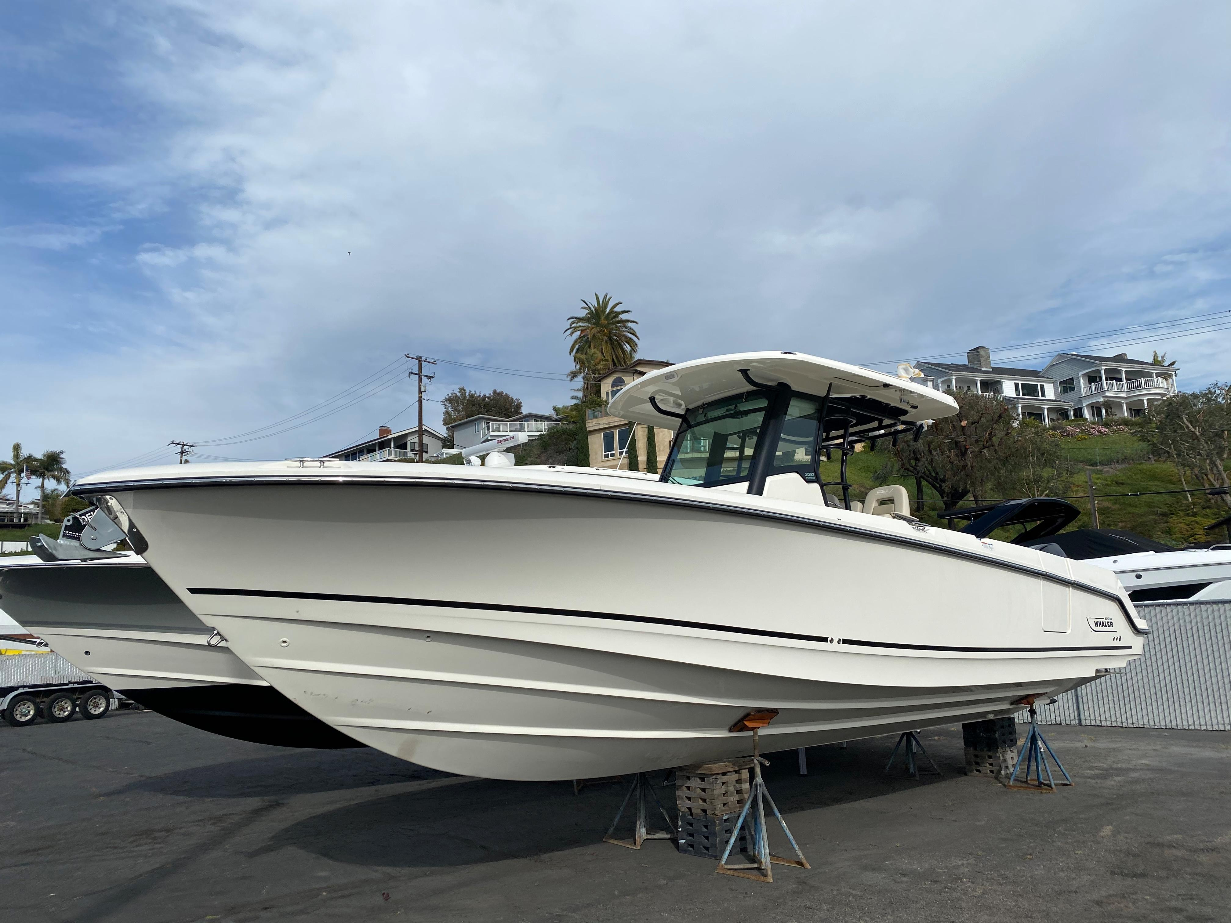 2021 Boston Whaler 330 Outrage #BW1736A primary image