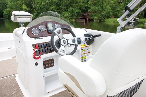 2014 Hurricane boat for sale, model of the boat is FunDeck 198 & Image # 3 of 6