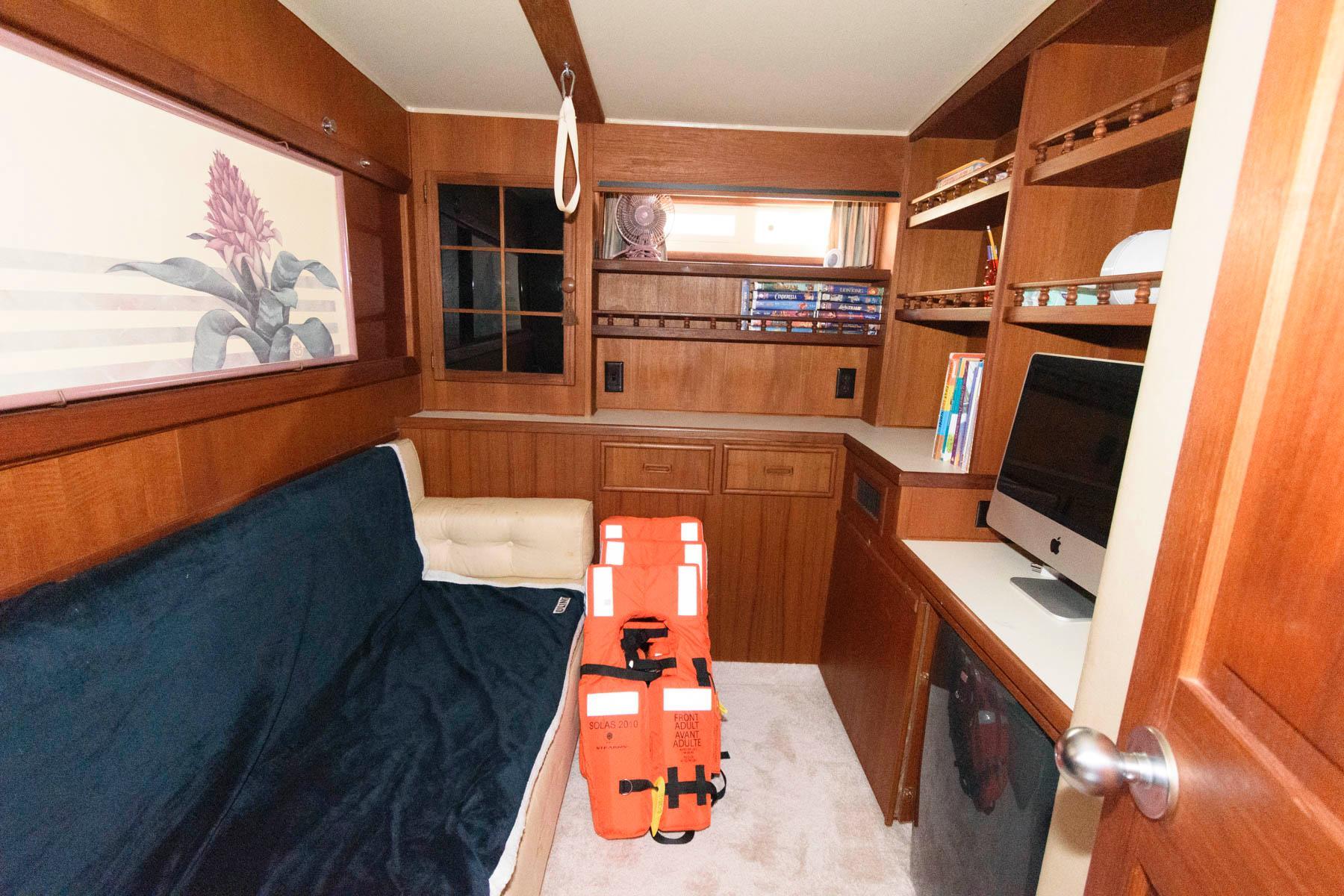 M 5990 JP Knot 10 Yacht Sales