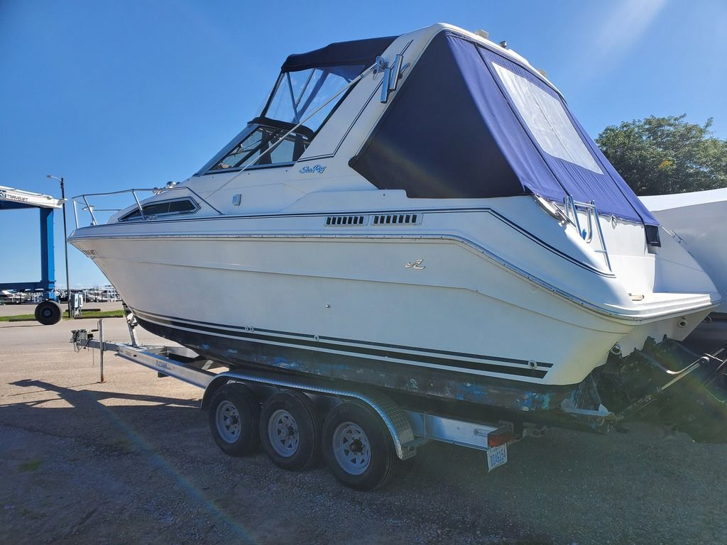 1989 Sea Ray boat for sale, model of the boat is 280 WITH TRI-AXLE ALUMINUM TRAILER & Image # 3 of 15