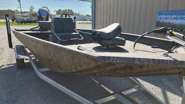 2021 Xpress boat for sale, model of the boat is XP20CC & Image # 3 of 25