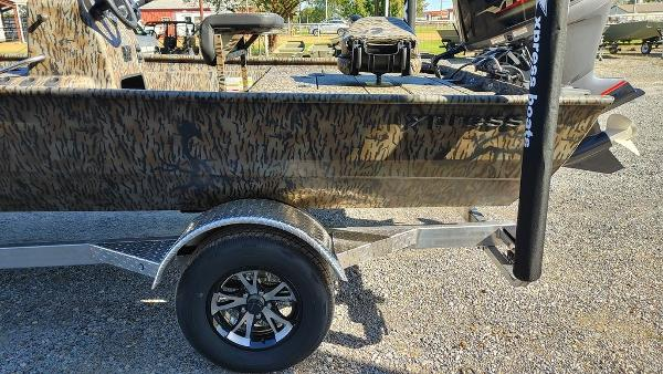2021 Xpress boat for sale, model of the boat is XP20CC & Image # 11 of 25