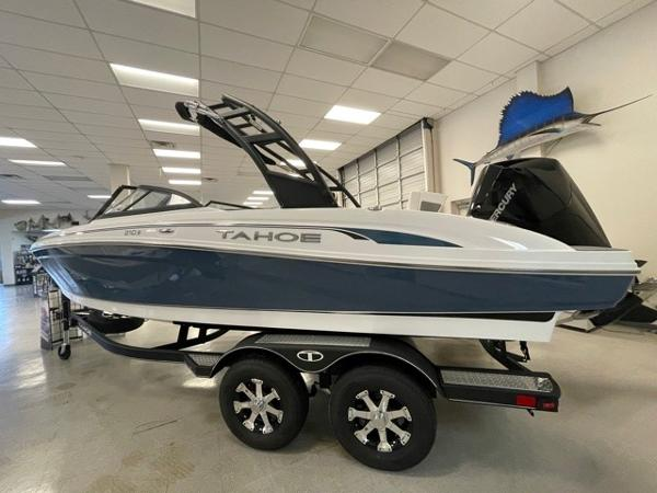 2021 Tahoe boat for sale, model of the boat is 210 S & Image # 2 of 8