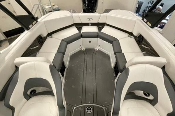 2021 Tahoe boat for sale, model of the boat is 210 S & Image # 7 of 8