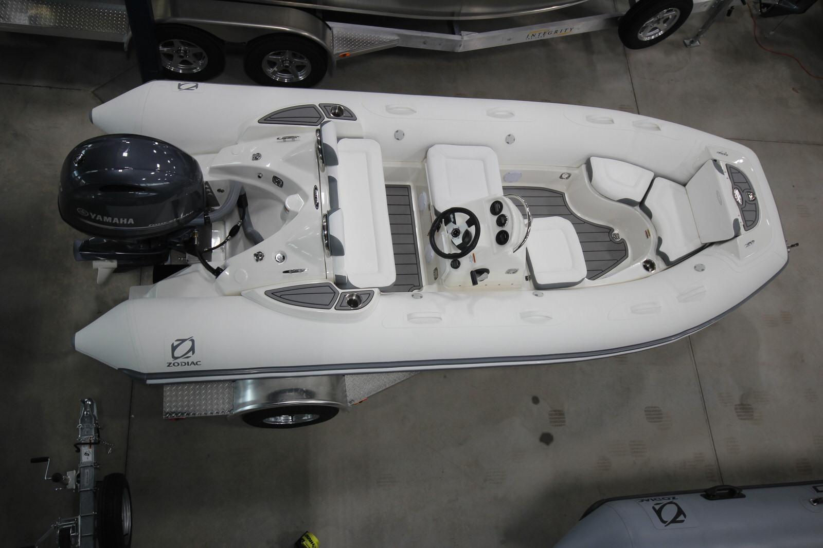 2022 Zodiac Yachtline 490 Deluxe NEO GL Edition 90hp On Order, Image 2
